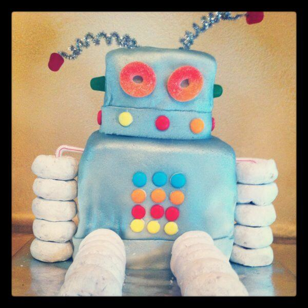 Diy Robot Cake For The Birthday Boy Momfluential Media