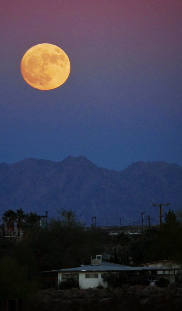 Super moon over 29 palms & Best Places to watch a Joshua Tree Sunset Stars and Moonrise