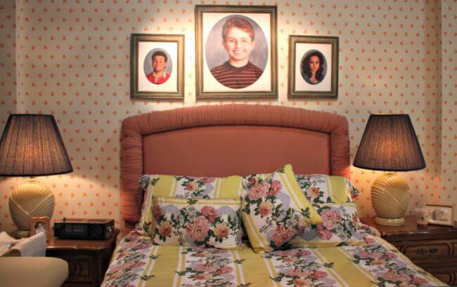 %22the-goldbergs%22-set-master-bedroom